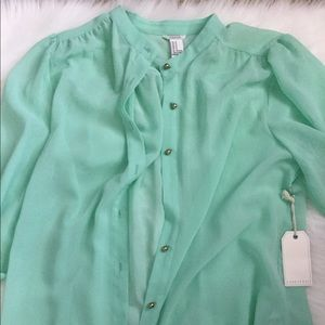 Prettt minty green button down blouse thin medium